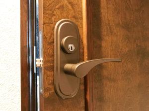 間仕切りのレバー錠を鍵付きへ変更